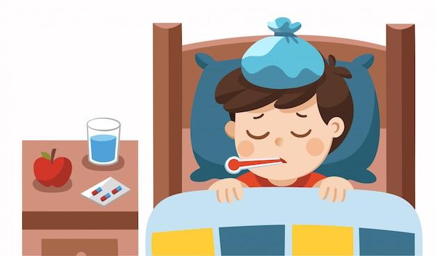 Menino bonito doente dorme na cama com um termômetro na boca e se sente tão mal com febre.