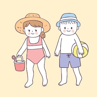 Menino bonito dos desenhos animados e garota na praia
