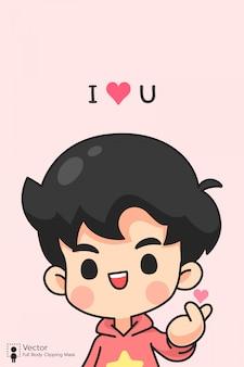 Menino bonito em mini coração posar em rosa