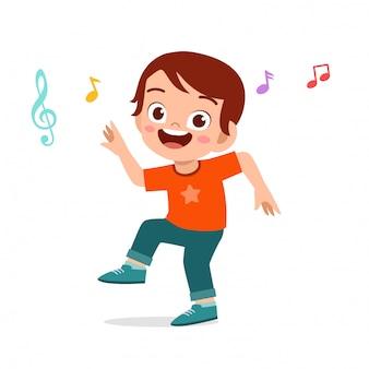 Menino bonito garoto feliz dança com música