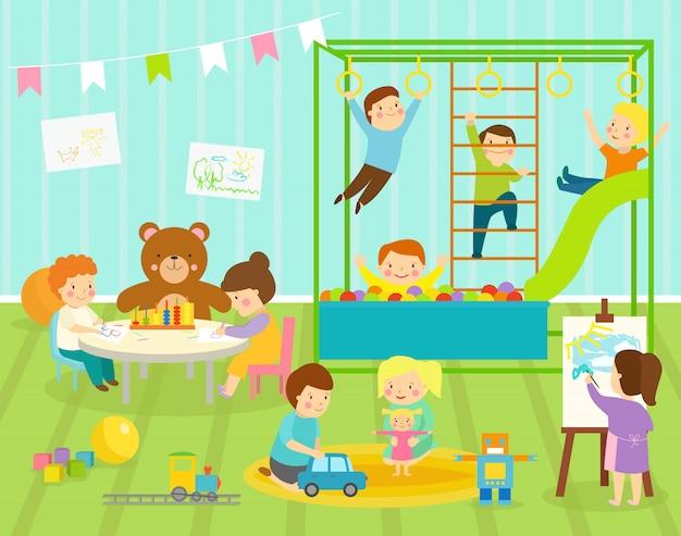 Menino crianças sala de jardim de infância com balanço grande slide com decoração de móveis leves. o bebê novo caçoa o robô dos brinquedos do campo de jogos, trem, bolas que decoram o apartamento da sala de jogos