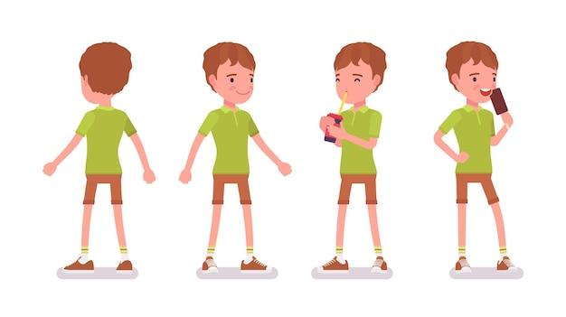 Menino de 7 a 9 anos, menino ativo em idade escolar em pé, bebendo água com gás, gosta de comer sorvete