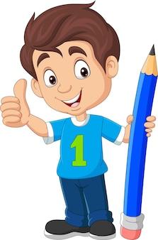 Menino de desenho animado segurando um lápis grande e mostrando o polegar