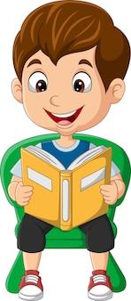 Menino de desenho animado sentado na cadeira lendo livro