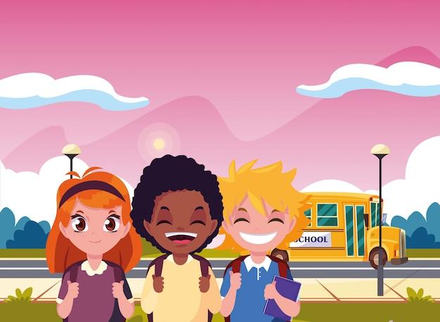 Menino de estudante e transporte de ônibus de meninas de volta à escola