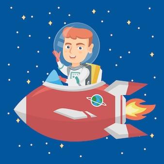 Menino de sorriso caucasiano que monta uma nave espacial.