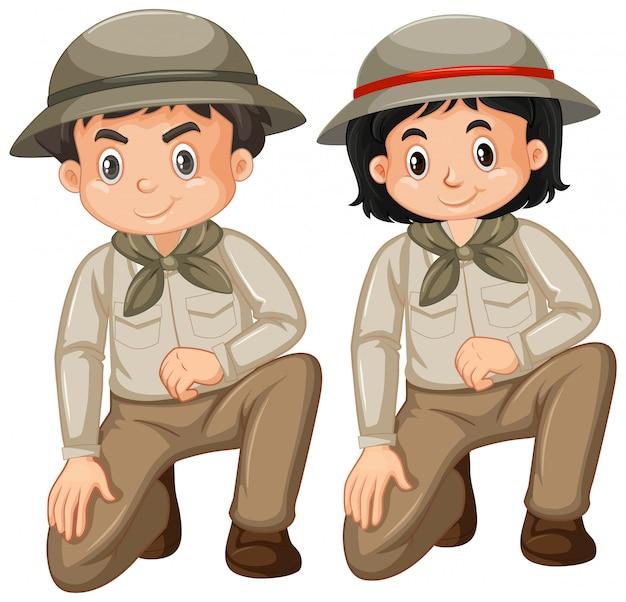 Menino e menina com roupa de safari em branco