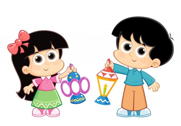 Menino e menina comemorando o ramadã e carregando lanternas