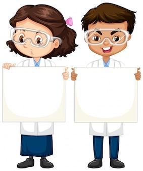 Menino e menina em vestido de ciência em branco