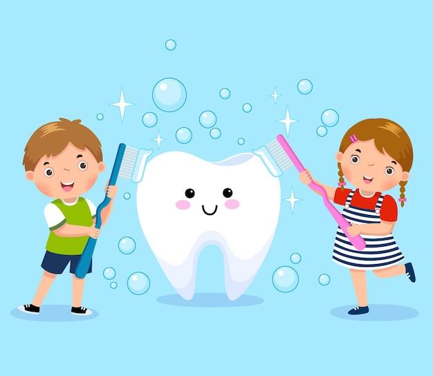 Menino e menina escovando dente branco