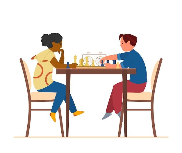 Menino e menina sentados à mesa jogando xadrez