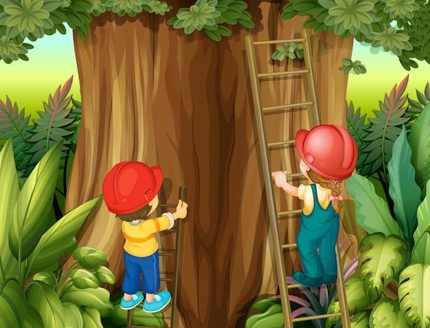 Menino e menina subindo escada na árvore