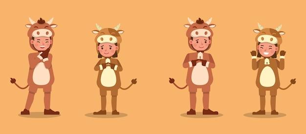 Menino e menina vestindo personagem de fantasias de vaca. apresentação em várias ações com emoções. no9
