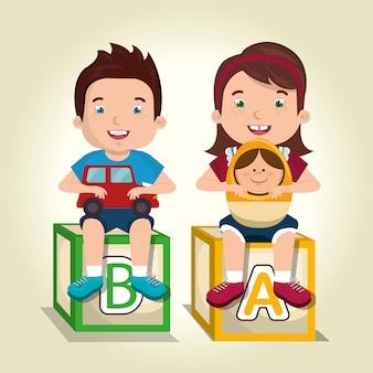 Menino e uma menina brincando com personagens de brinquedos
