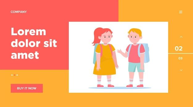 Menino e uma menina conversando uns com os outros. aluno, mochila, modelo da web escolar