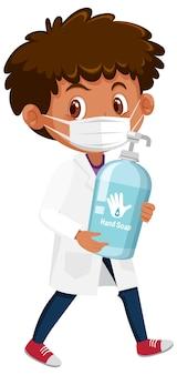 Menino fantasiado de médico segurando objetos de sabonete de mão isolados