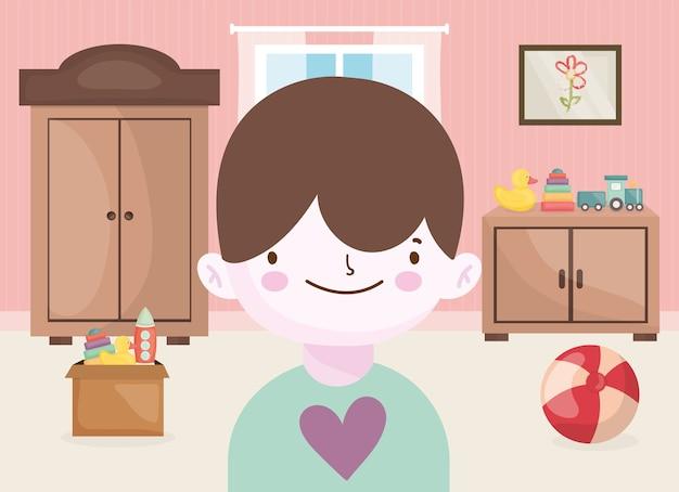 Menino feliz com bola de pato treinar outros brinquedos na sala