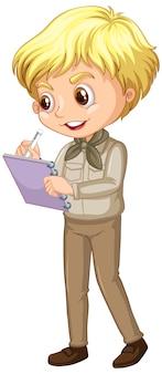 Menino feliz no uniforme de safari escrevendo notas isoladas