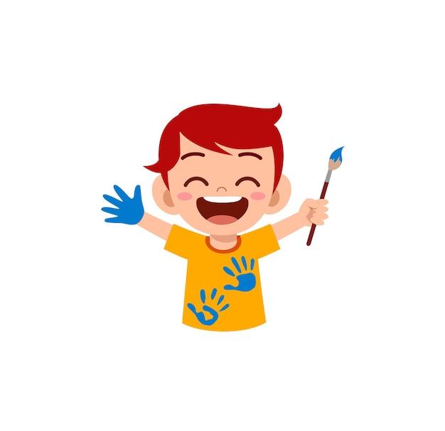 Menino fofo usando tinta à mão para a arte