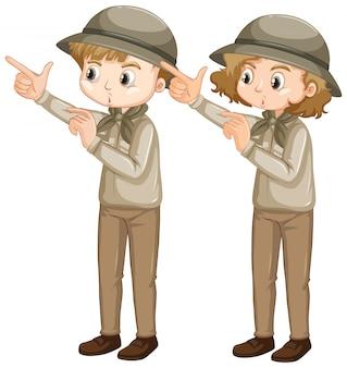 Menino menina, em, escoteiro, uniforme, apontar dedo