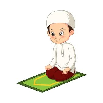 Menino muçulmano rezando em desenho animado