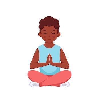 Menino negro meditando em pose de lótus ioga ginástica e meditação para crianças