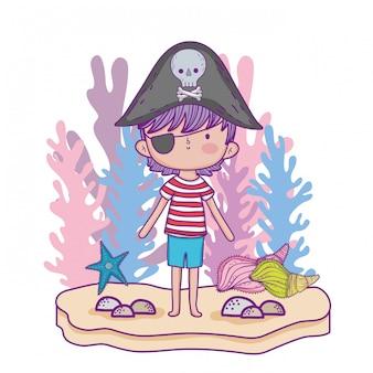 Menino pirata com plantas de algas e estrelas do mar