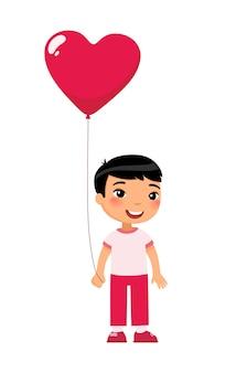 Menino segurando um balão em forma de coração. personagem de criança sorridente com presente.