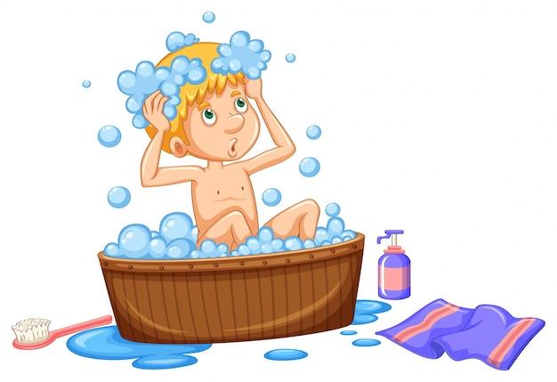 Menino tomando banho em banheira marrom