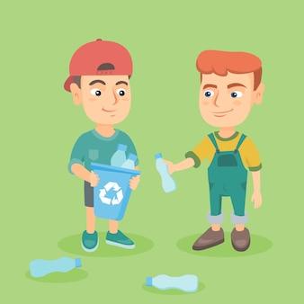 Meninos coletando garrafas plásticas para reciclagem.