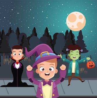 Meninos com fantasias de halloween na frente de árvores à noite, design de férias e tema assustador