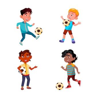 Meninos crianças jogando futebol, esporte, jogo, conjunto de vetores