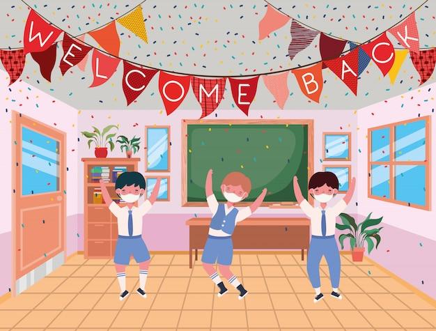 Meninos meninos com máscaras na sala de aula