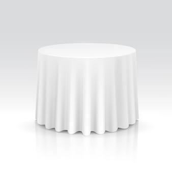 Mesa redonda vazia com toalha de mesa