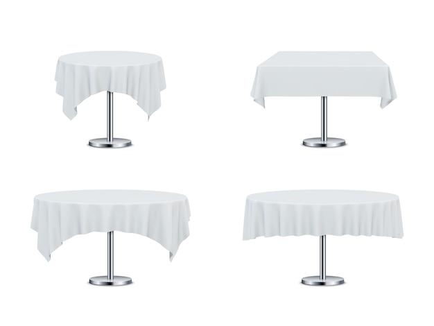 Mesas de restaurante com toalhas de mesa.