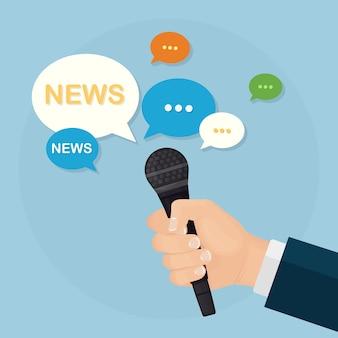 Microfones nas mãos de repórteres em entrevista coletiva ou entrevista