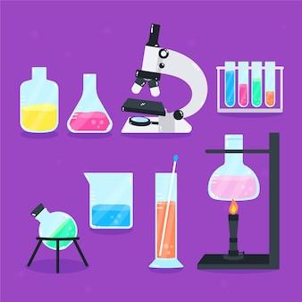 Microscópio e frascos de laboratório de ciências