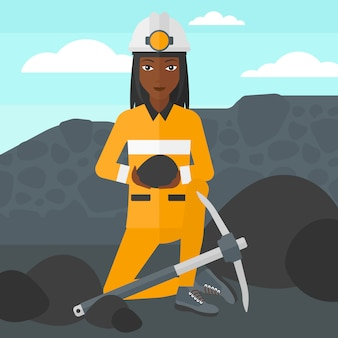 Mineiro, segurando o carvão nas mãos