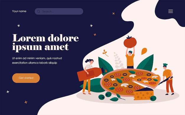 Minúsculo chef de restaurante e equipe cozinhando uma enorme pizza saborosa com queijo e azeitonas, pegando uma fatia, segurando uma garrafa de molho vermelho e tomate. ilustração vetorial para comida italiana, conceito de cozinha de restaurante