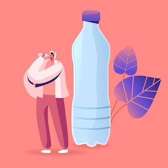 Minúsculo personagem masculino bebendo água mineral com pedaços de microplástico. ilustração de desenho animado