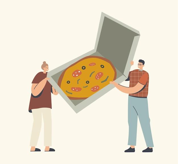 Minúsculos personagens masculinos e femininos segurando uma caixa com uma enorme pizza italiana com azeitonas, ervas e linguiça