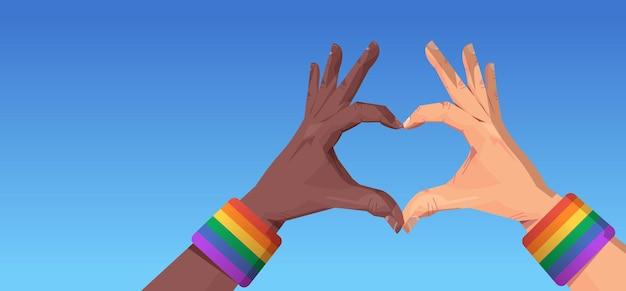 Mistura raça gesto de mãos humanas em forma de coração lgbt arco-íris bandeira gay lésbica desfile do orgulho festival conceito de amor transgênero ilustração vetorial horizontal