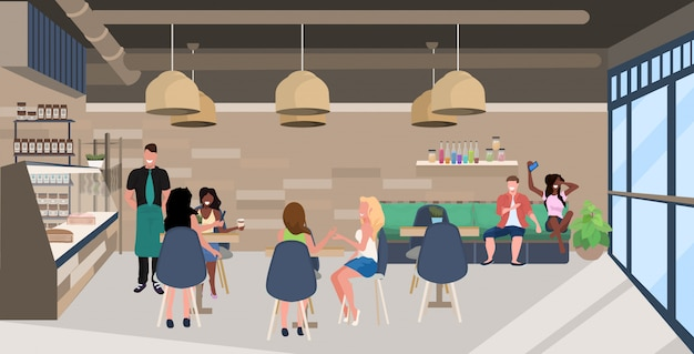 Misturar pessoas de raça sentado em mesas de café visitantes a passar tempo juntos garçom servindo clientes moderno restaurante interior horizontal horizontal comprimento total