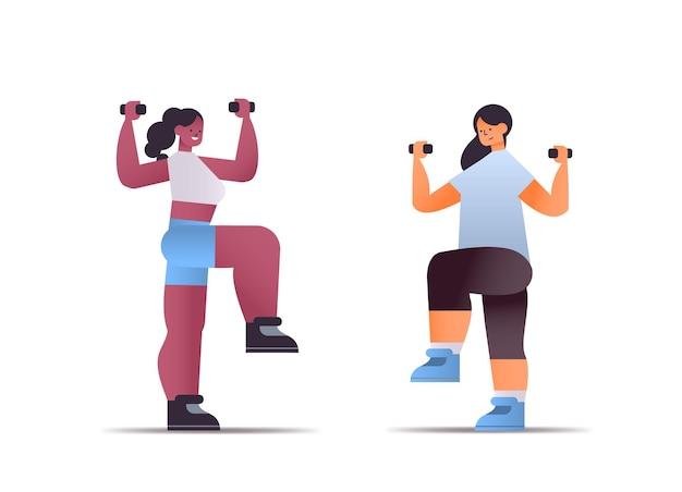 Misture corrida de mulheres em roupas esportivas fazendo exercícios físicos com halteres conceito de estilo de vida saudável