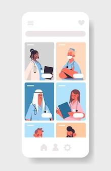 Misture médicos de corrida em aplicativo médico móvel consulta online conceito de medicina de saúde tela do smartphone vertical