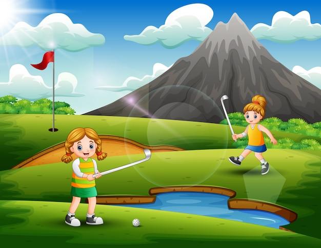 Miúdas giras jogar golfe no tribunal