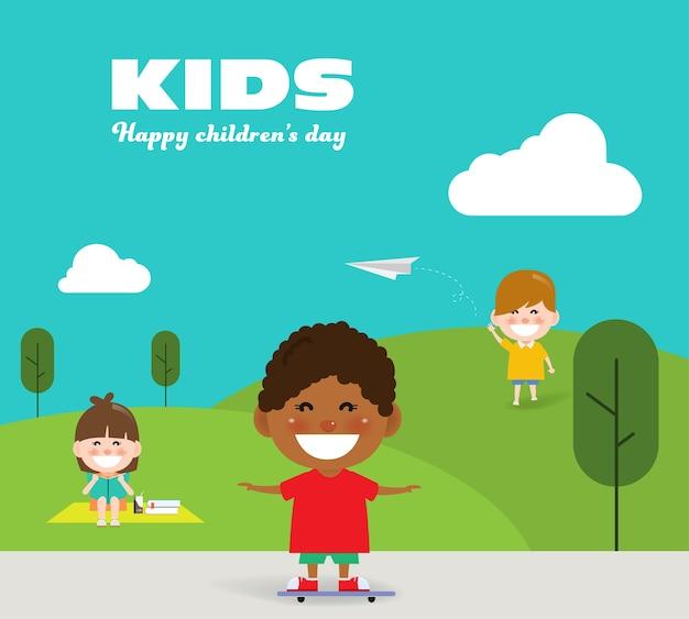 Miúdos que apreciam no parque no dia das crianças.