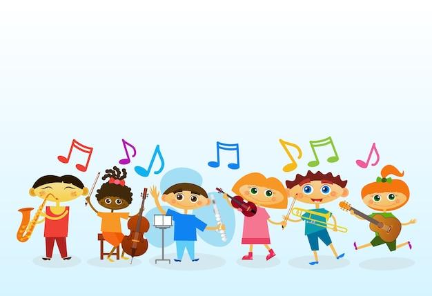 Mix race kids group jogando diferentes instrumentos musicais