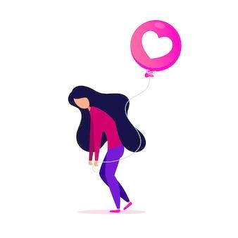 Moça com balão de forma de coração de emoção