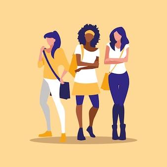 Modelagem bonita do grupo das meninas inter-raciais com bolsa